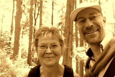 Rosi P. erzählt mir von ihrer Begegnung mit dem  Hirschen - Foto: ©  tfk